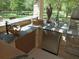 HDDD110_Donna-Kitchen-Outdoor_4x3.jpg.rend_.hgtvcom.616.462-300x225